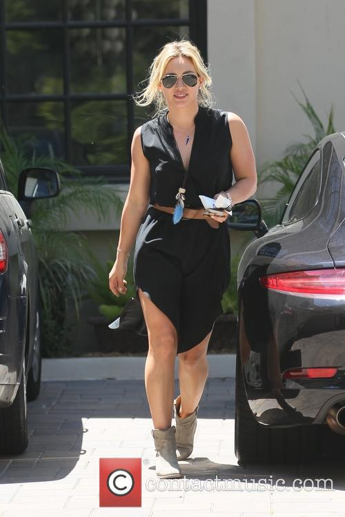 Hilary Duff going to Carrie Underwood's house
