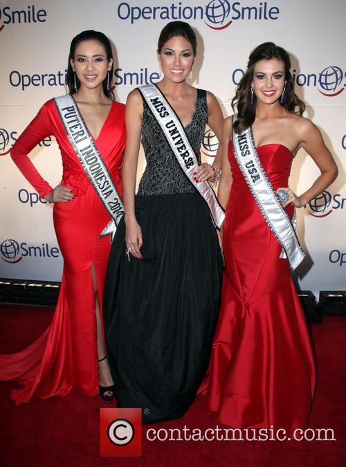 Elvira Devinamira, Miss Indonesia, Gabriela Isler, Miss Universe, Erin Brady and Miss USA 3