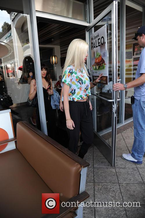 Tori Spelling does a production shoot
