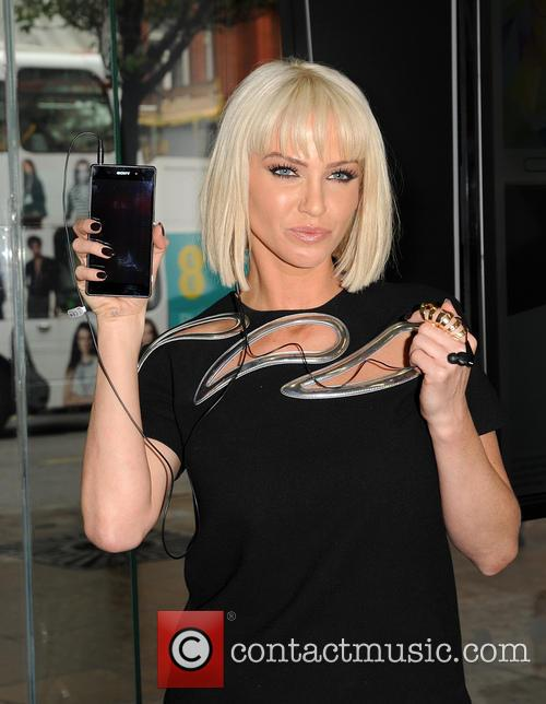 Sarah Harding promotes new Sony Xperia phone for...