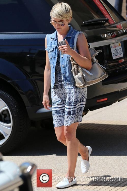 Julianne Hough, Beverly Hills