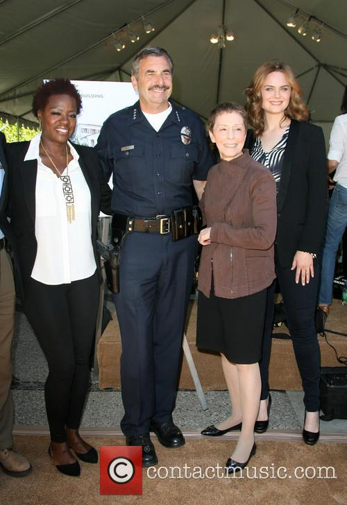 Viola Davis, Lapd Police Chief Charlie Beck, Gail Abarbanel and Emily Dechanel 9