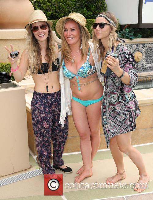 Jamie Anderson kicks off the pool party season