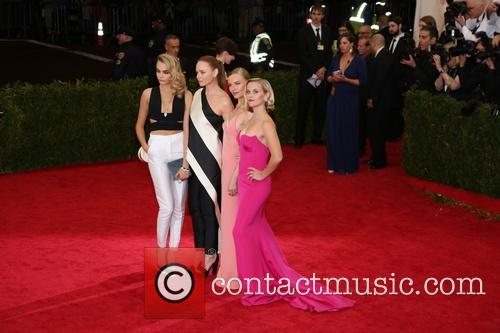 cara delevingne mccartney reese witherspoon met gala 2014 new 4182037