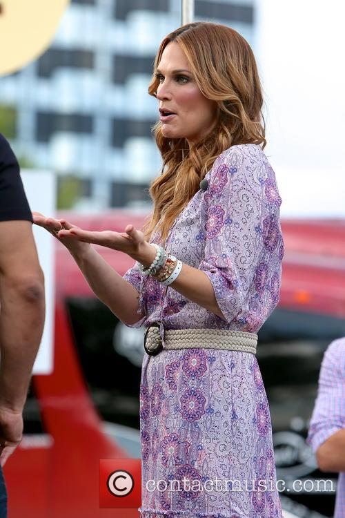 molly sims celebrites appear on extra 4182595