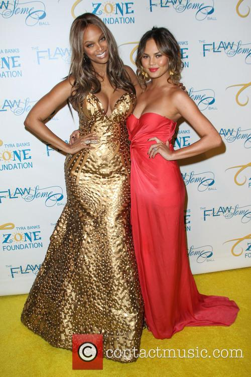 Tyra Banks and Chrissy Teigen 7
