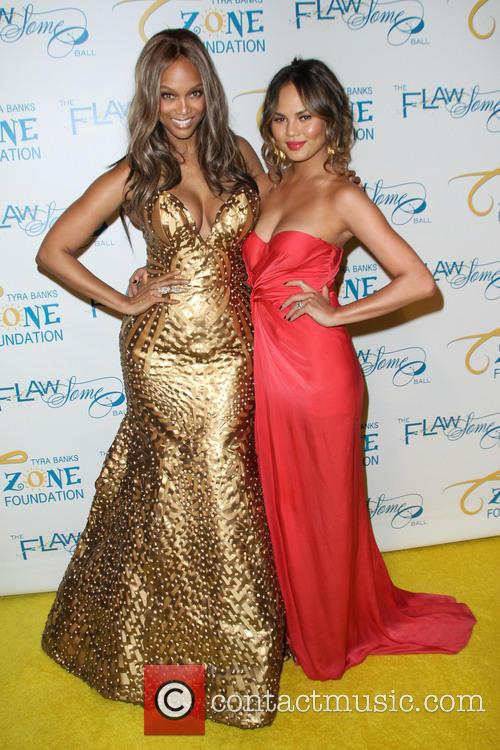 Tyra Banks and Chrissy Teigen 9