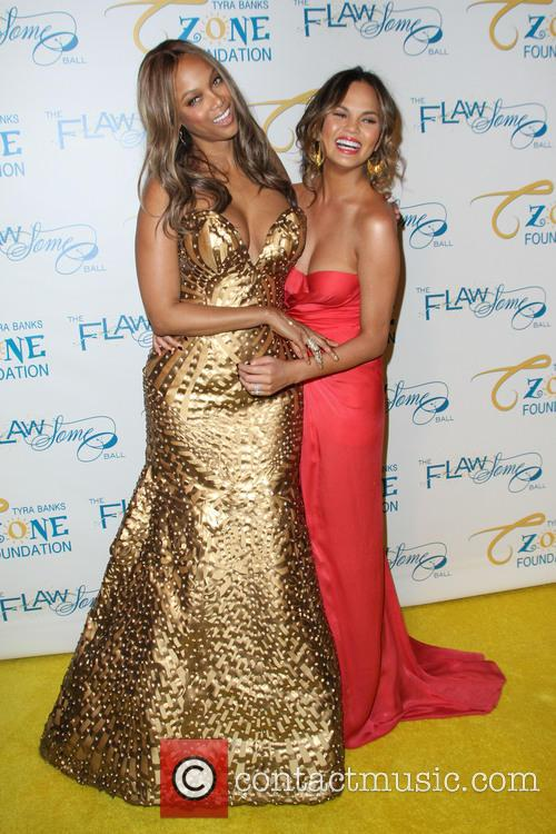 Tyra Banks and Chrissy Teigen 11
