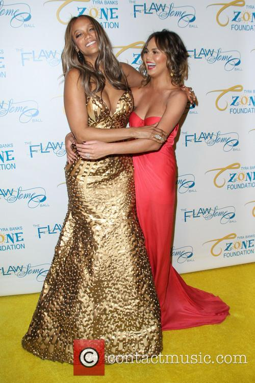 Tyra Banks and Chrissy Teigen 1