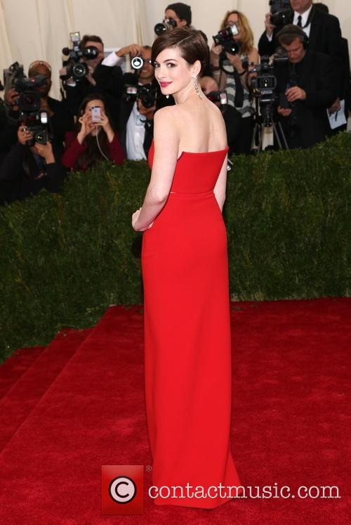 anne hathaway beyond fashion costume institute gala 4181393