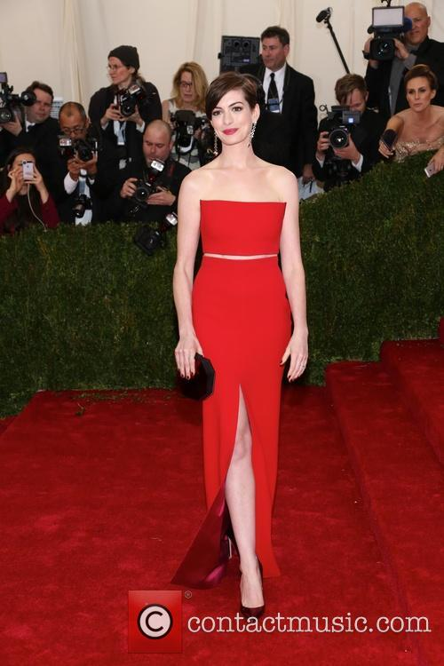 anne hathaway beyond fashion costume institute gala 4181394
