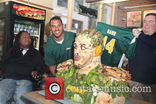 Anthony Barr unveils life-size food statue made from...