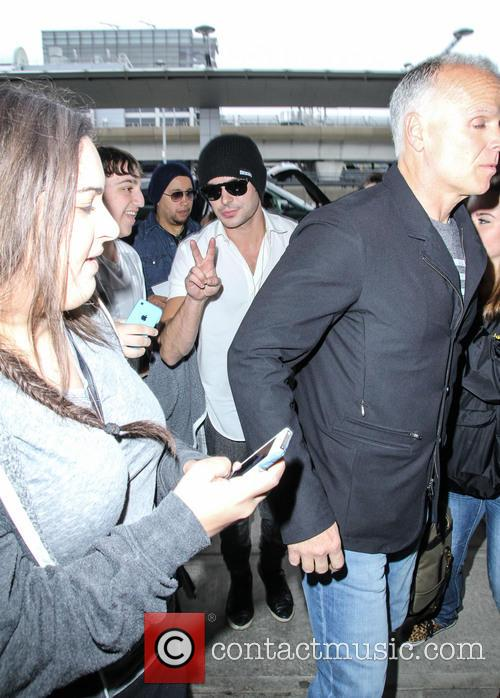 zac efron zac efron at jfk airport 4185463