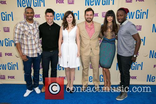Damon Wayans, Jr., Max Greenfield, Zooey Deschanel, Jake Johnson, Hannah Simone and Lamorne Morris 4