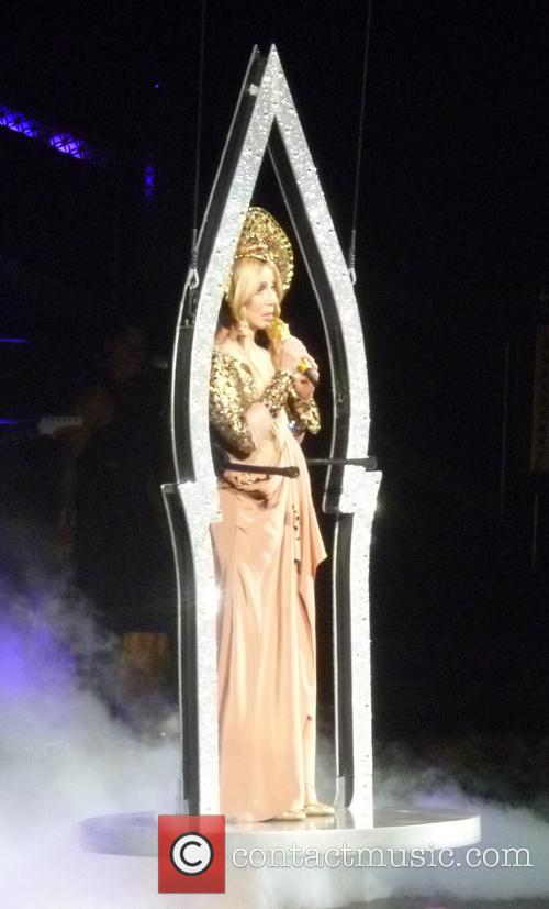 cher cher performs live 4188255