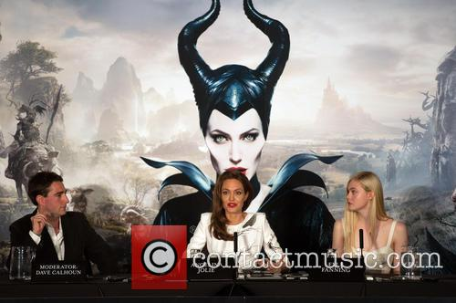 Angelina Jolie and Elle Fanning 4