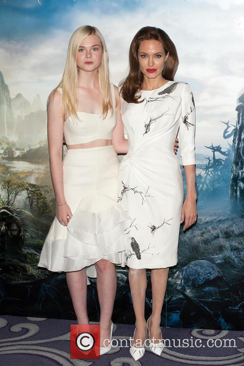 angelina jolie elle fanning maleficient photocall 4186901