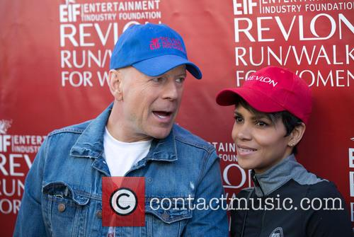 Bruce Willis and Halle Berry 5