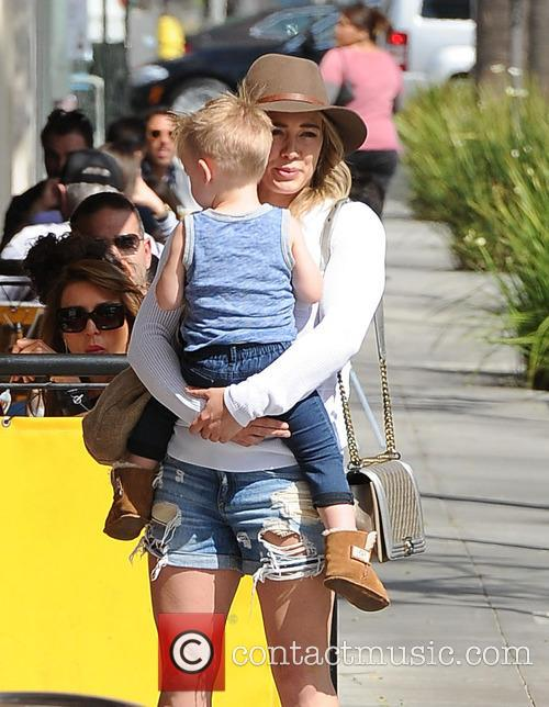 Hilary Duff has breakfast with her family