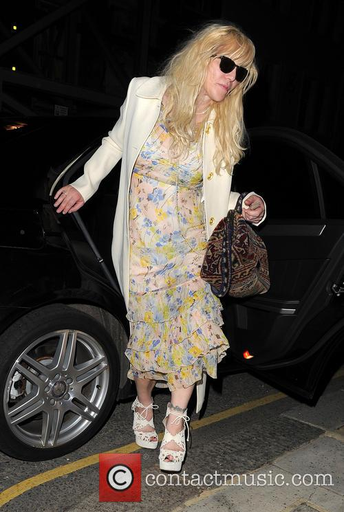 courtney love courtney love arrives home 4191009