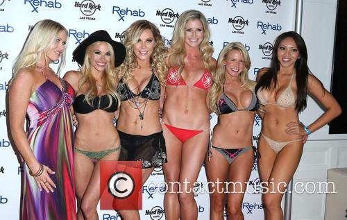 Crystal Hefner, Dani Mathers, Melissa Dawn Taylor, Carly Lauren, Amanda Vanderpool and Caya Hefner 4
