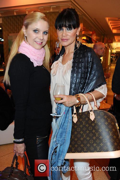 Leona Lewis, Yvonne Woelke, Djamila Rowe, Alexa shopping mall
