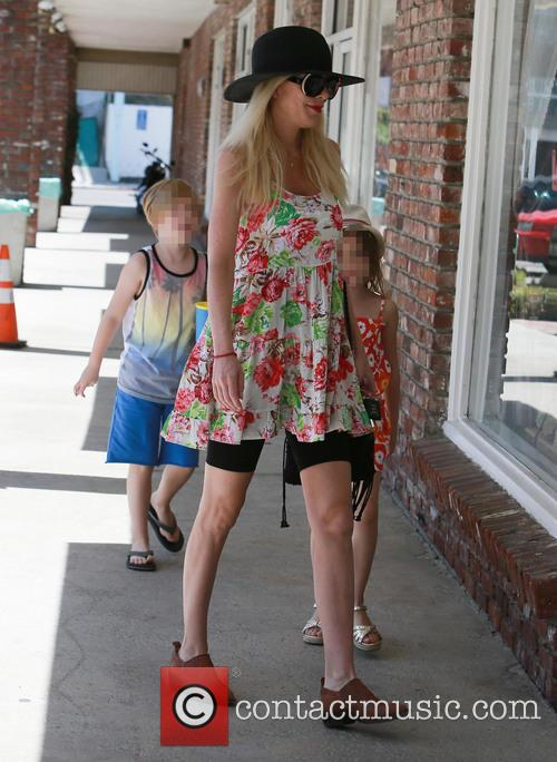 Tori Spelling, Liam Mcdermott and Stella Mcdermott 6