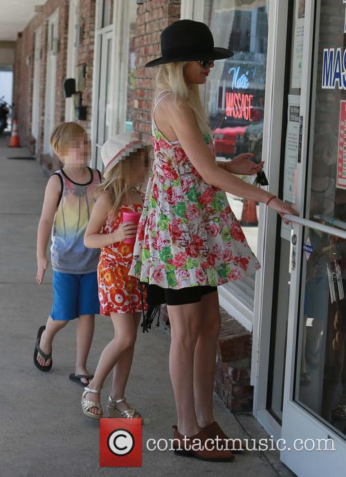 Tori Spelling, Liam Mcdermott and Stella Mcdermott 7