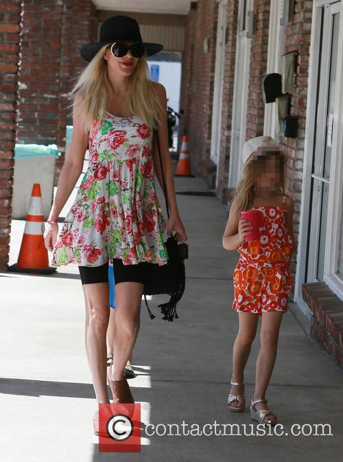 Tori Spelling and Stella Mcdermott 3