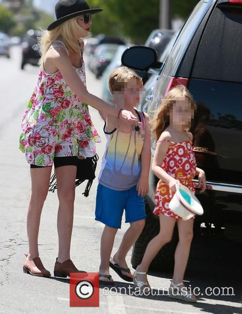 Tori Spelling, Liam Mcdermott and Stella Mcdermott 10