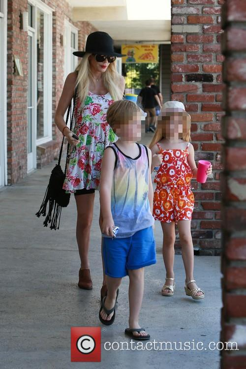 Tori Spelling, Liam Mcdermott and Stella Mcdermott 11