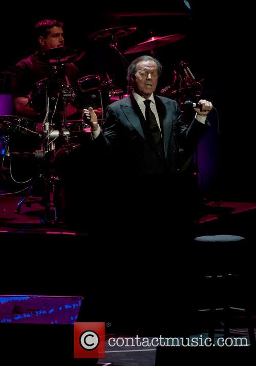 julio iglesias julio iglesias performing live in 4194374