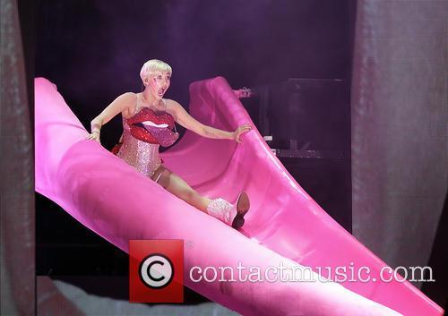 Miley Cyrus, Manchester Phones4U Arena
