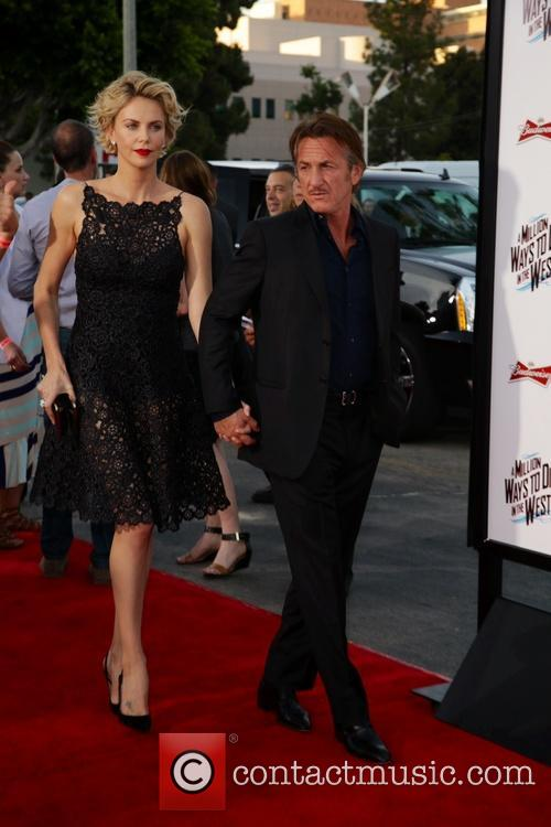 Charlize Theron and Sean Penn 8