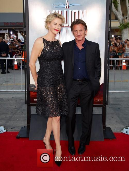 Charlize Theron and Sean Penn 10