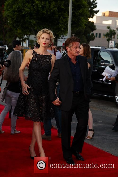Charlize Theron and Sean Penn 11