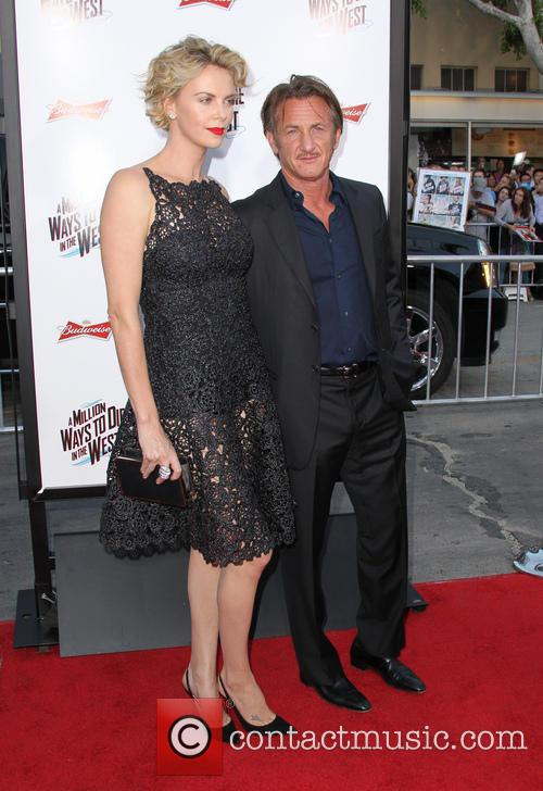Charlize Theron and Sean Penn 6