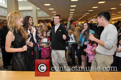 Bella Thorne at Barnes & Noble