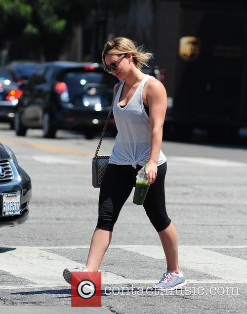 Hilary Duff stops off for a health shake...