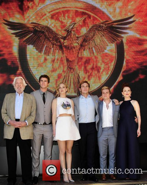 Donald Sutherland, Liam Hemsworth, Jennifer Lawrence, Josh Hutcherson, Sam Claflin and Julianne Moore 1
