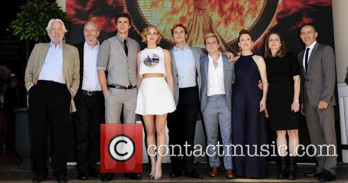 Donald Sutherland, Liam Hemsworth, Jennifer Lawrence, Josh Hutcherson, Sam Claflin and Julianne Moore 4