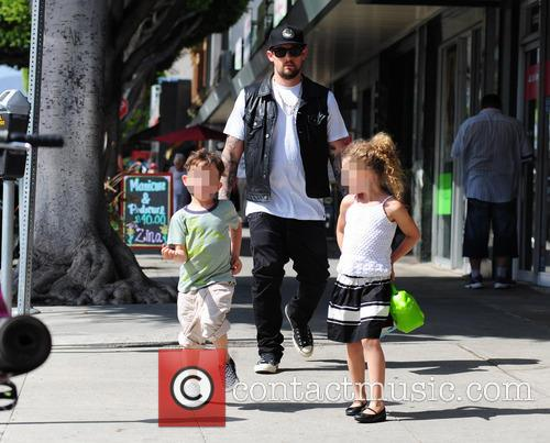 joel madden takes his kids to 4200879