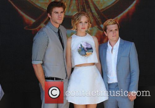 Liam Hemsworth, Jennifer Lawrence, Sam Claflin and Donald Sutherland 6