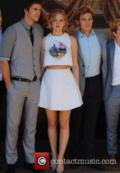 Liam Hemsworth, Jennifer Lawrence, Sam Claflin and Donald Sutherland 7