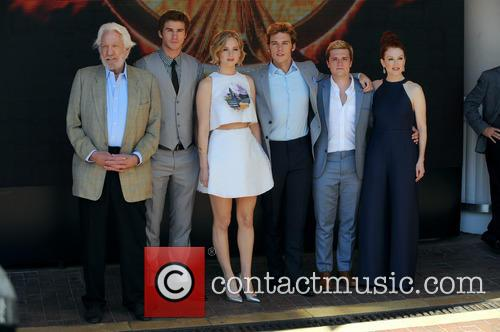 Liam Hemsworth, Jennifer Lawrence, Sam Claflin and Donald Sutherland 8