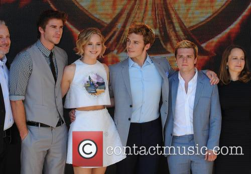 Liam Hemsworth, Jennifer Lawrence, Sam Claflin and Donald Sutherland 10
