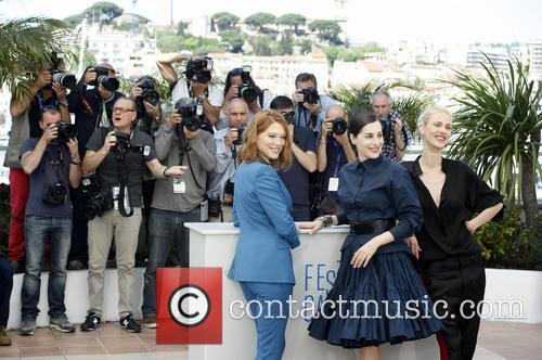 Léa Seydoux, Amira Casar and Aymeline Valade 7