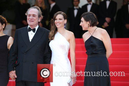 Tommy Lee Jones and Hilary Swank 5