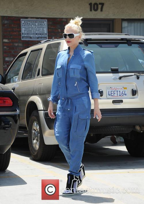 Gwen Stefani looks happy after acupuncture