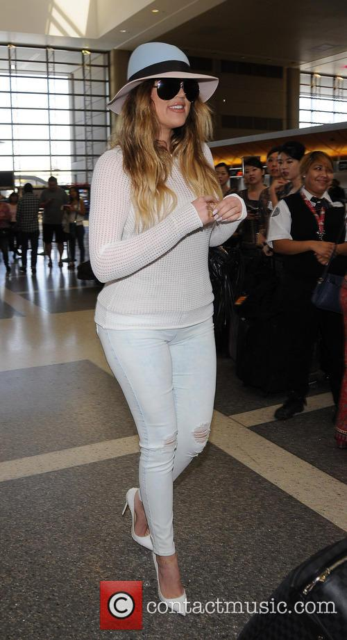 Khloe Kardashian larrives at LAX